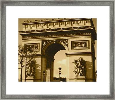 Arch De Triumph Framed Print by Santiago Rodriguez