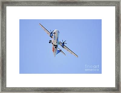 Arkia Airlines Atr 72-212a-500 Framed Print