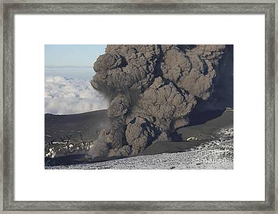 Ash Cloud Eruption On Eyjafjatlajökull Framed Print by Richard Roscoe