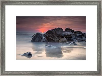 Atardecer En La Playa Framed Print by Edward Kreis