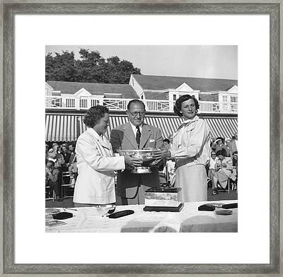 Babe Didrikson And Patty Berg Framed Print by Underwood Archives
