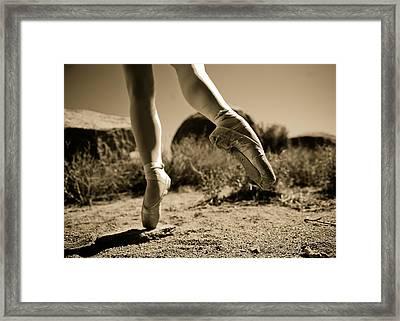 Ballet Pointe Framed Print