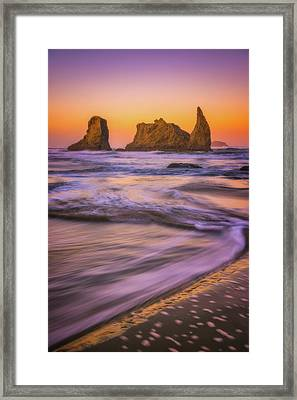 Framed Print featuring the photograph Bandon's Breath by Darren White
