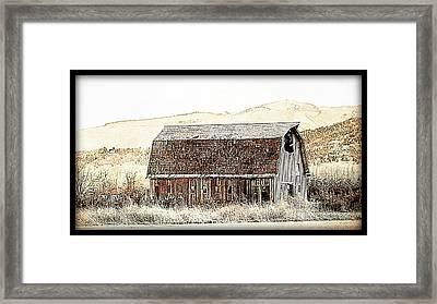 Barn 16 Framed Print