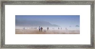 Beachcombers On Cannon Beach Framed Print by David Patterson