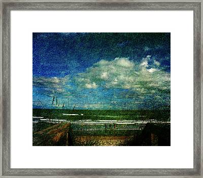 Beachy Day Today Framed Print by Susanne Van Hulst