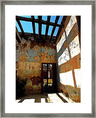 Beams And Shadows Framed Print by Mexicolors Art Photography