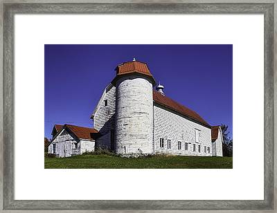 Beautiful Red And White Old Barn Framed Print by Garry Gay