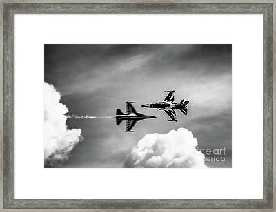 Framed Print featuring the photograph Belly Pass by Ray Shiu