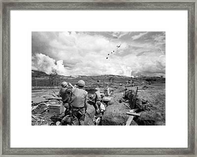 Ben Het Green Beret Air Drop Framed Print by Underwood Archives
