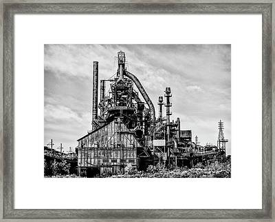Bethlehem Pa Steel Plant  Side View In Black And White Framed Print by Bill Cannon
