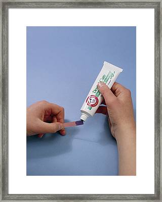 Bicarbonate Of Soda Toothpaste Test Framed Print by Andrew Lambert Photography