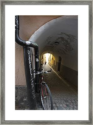 Bicycle And Couple In A Narrow Alley Framed Print by Ulrich Kunst And Bettina Scheidulin