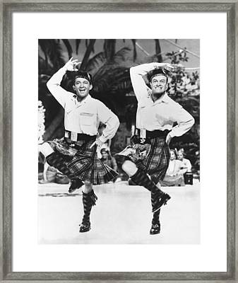 Bing Crosby And Bob Hope Framed Print by Underwood Archives