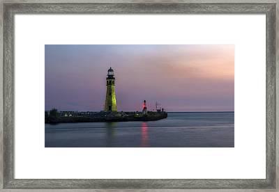 Framed Print featuring the photograph Buffalo Main Light by Mark Papke
