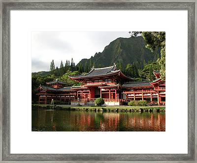 Framed Print featuring the photograph Byodo-in Temple, Oahu, Hawaii by Mark Czerniec