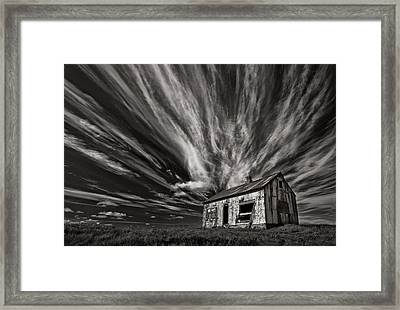 Cabin (mono) Framed Print by Thorsteinn H. Ingibergsson