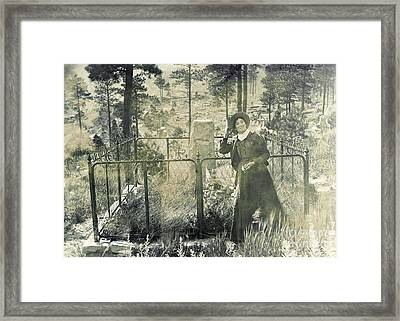 Calamity Jane At Wild Bill Hickoks Framed Print by Science Source