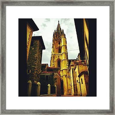 Catedral De Oviedo. Esa Torre Tiene Framed Print