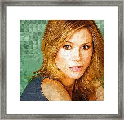 Celebrity Julie Bowen  Framed Print