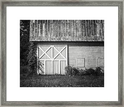Charlton School Barn In Black And White Framed Print by Lisa Russo