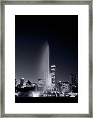 Chicagos Buckingham Fountain Bl And W Portrait Framed Print