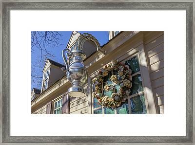 Chownings Tavern Wreath 01 Framed Print by Teresa Mucha