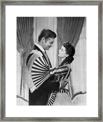 Clark Gable And Vivien Leigh Framed Print by Underwood Archives