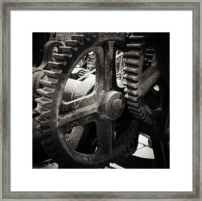 Cogs 2 Framed Print by Les Cunliffe