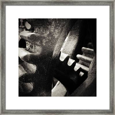 Cogs 3 Framed Print by Les Cunliffe