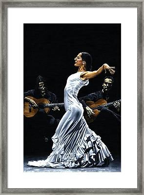Concentracion Del Funcionamiento Del Flamenco Framed Print