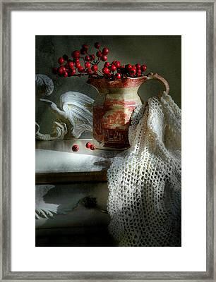 Cuando Me Enamoro Framed Print by Diana Angstadt