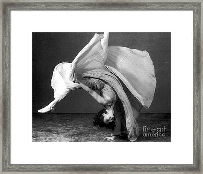 Dancers Cartwheel, 1940 Framed Print by Science Source