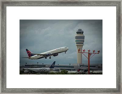 Delta Airlines Airplane N835dn Hartsfield Jackson Atlanta International Airport Art Framed Print
