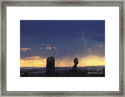 Desert Storm - Fs000484 Framed Print
