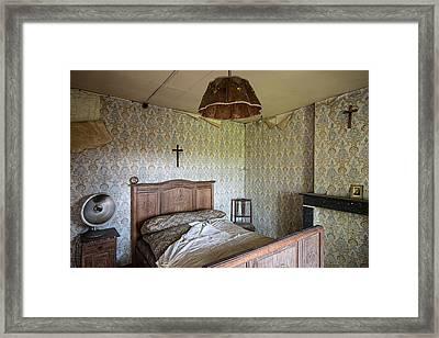 Deserted Bed Room - Urban Exploration Framed Print by Dirk Ercken