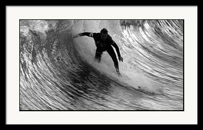 Dropping In At San Clemente Pier Framed Prints