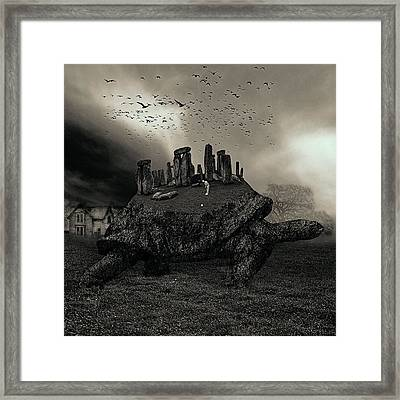 Druid Golf Black And White Framed Print