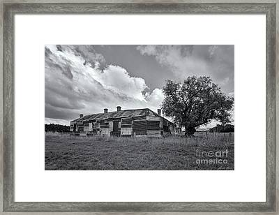 Framed Print featuring the photograph Duckholes Hotel by Linda Lees