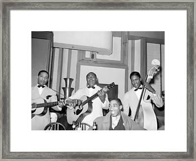 Entertainers At Negro Tavern. Chicago Framed Print by Everett