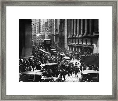 Ev1804 - Mounted Police Patroling Framed Print