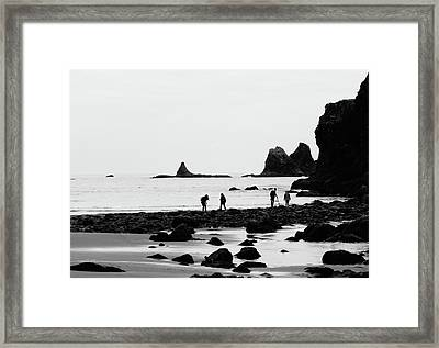 Explorers On The Coast Of Washington Framed Print by Dan Sproul