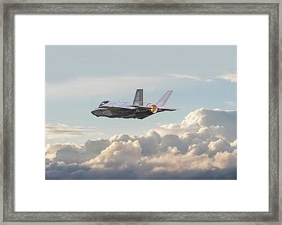 Framed Print featuring the photograph F35 -  Into The Future by Pat Speirs