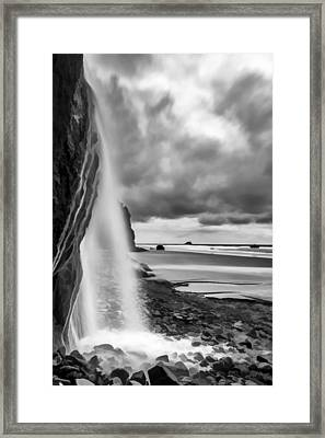 falling into the sea II Framed Print