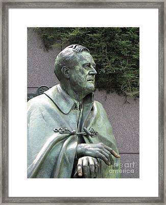 Fdr Statue At His Memorial In Washington Dc Framed Print by William Kuta
