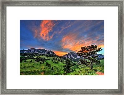 Flatiron Glow Framed Print by Scott Mahon
