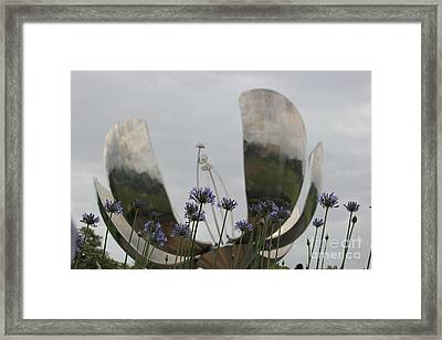 Framed Print featuring the photograph Floralis Generalis by Wilko Van de Kamp