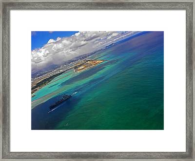 Flying Into Honolulu Framed Print