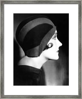 Gloria Swanson, 1930 Framed Print by Everett
