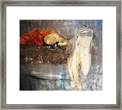 Glov And Scream Framed Print by Hugo Razlerfight